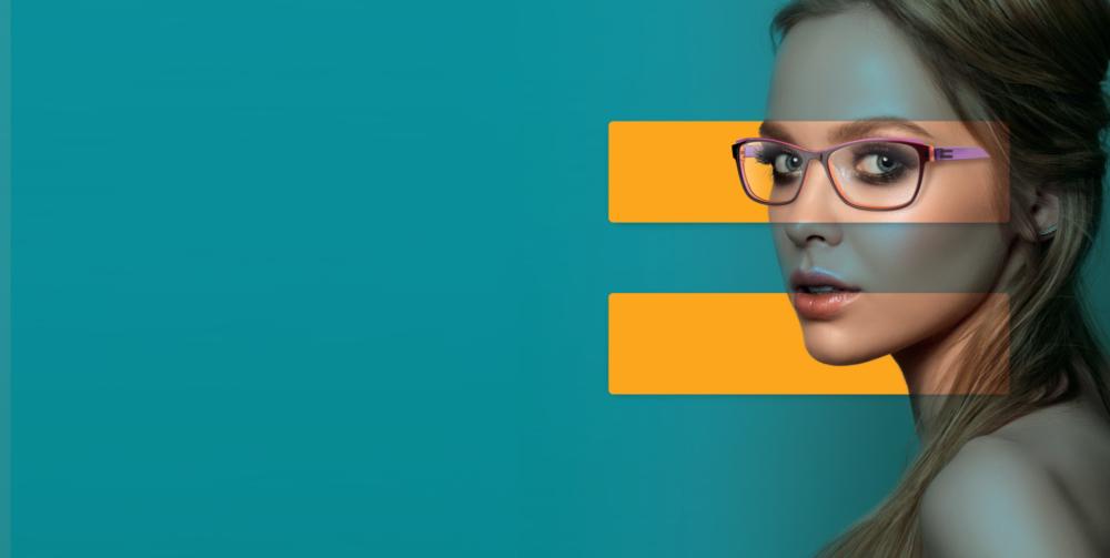 campagne pour la marque française de lunettes Dilem figurant une femme sur fond bleu