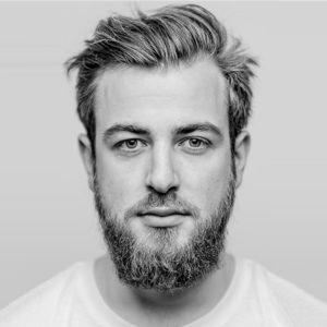 Portrait de Lucas Hermer Pietri créateur de la marque de lunettes Tortuga