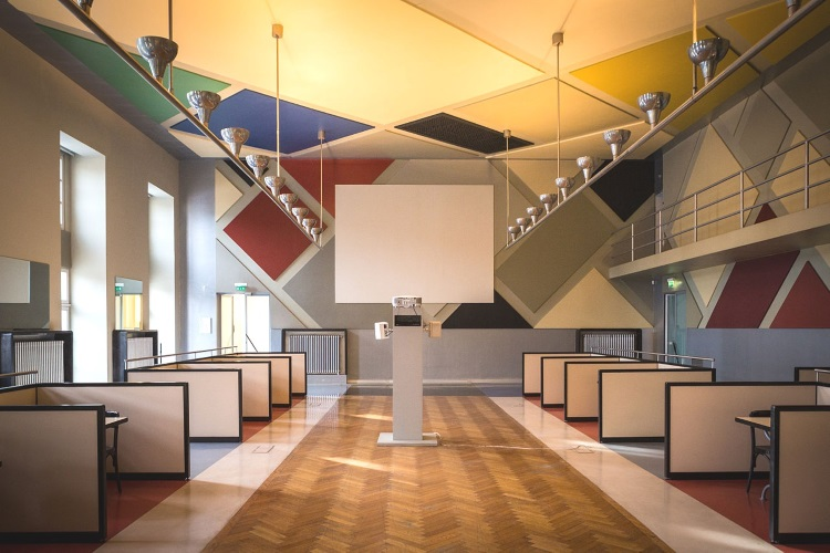 Ciné bal de Aubette à Strasbourg décoration intérieur dans le style artistique De Stijl