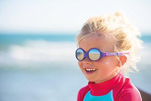 Campagne pour les lunettes de soleil Julbo Looping portées par une petite fille à la plage